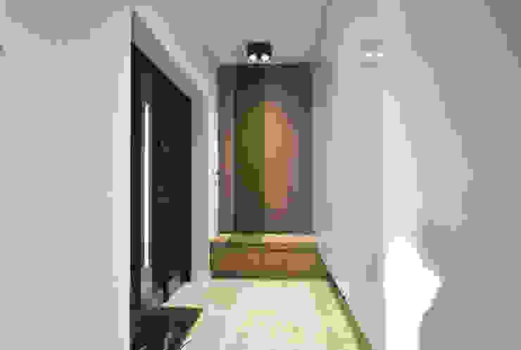 Piotr Stolarek Projektowanie Wnętrz Ingresso, Corridoio & Scale in stile moderno