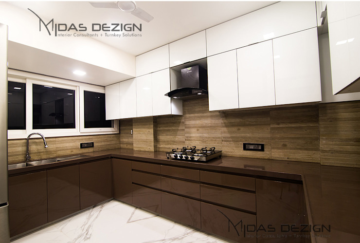 4BHK, Next to Amitabh Bachchan's Bunglow Modern kitchen by Midas Dezign Modern