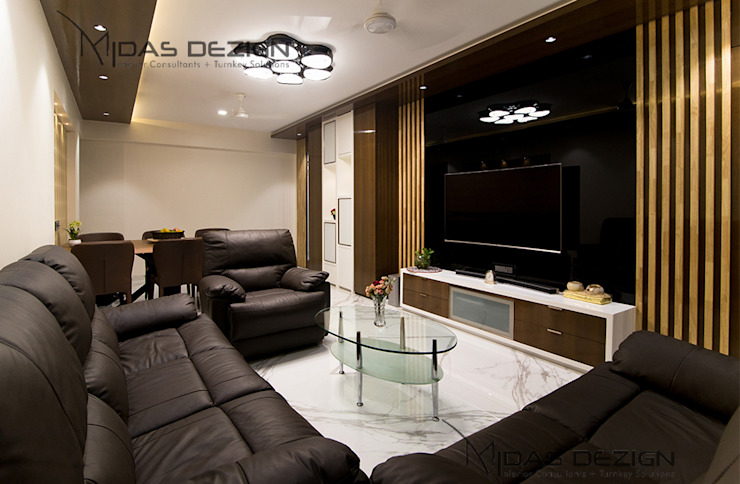 4BHK, Next to Amitabh Bachchan's Bunglow:  Living room by Midas Dezign,Modern