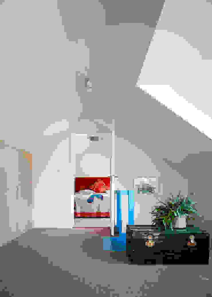 overloop verbouwing jaren 50 bungalow Moderne gangen, hallen & trappenhuizen van robin hurts architect Modern