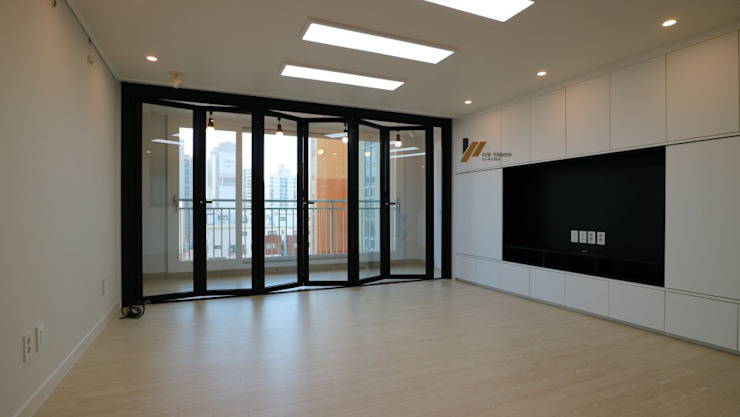 Modern living room by interior 이유 Modern