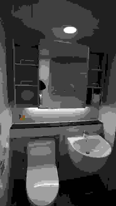 Modern bathroom by interior 이유 Modern