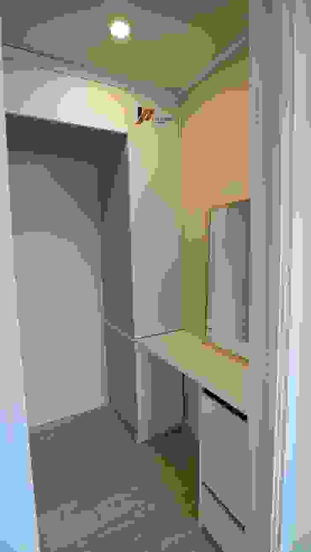 Modern dressing room by interior 이유 Modern