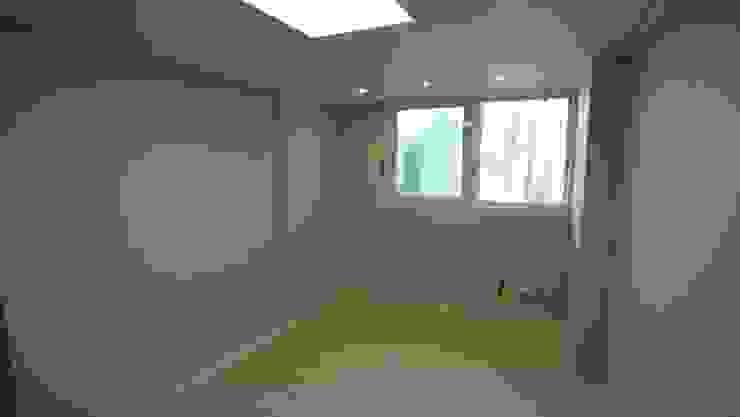 Modern media room by interior 이유 Modern