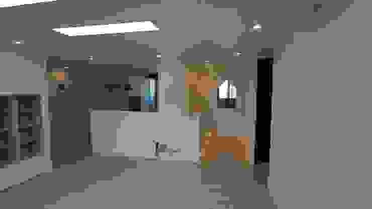 Modern kitchen by interior 이유 Modern