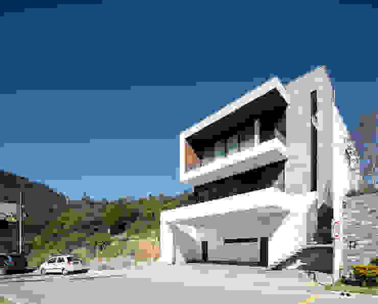 Fachada principal Casas modernas de Nova Arquitectura Moderno