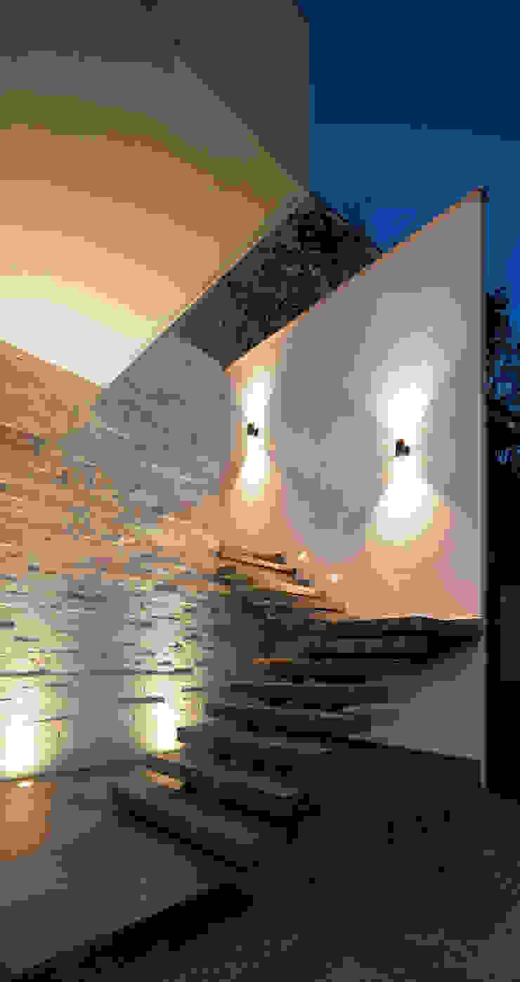 Escalera de acceso principal de Nova Arquitectura Moderno