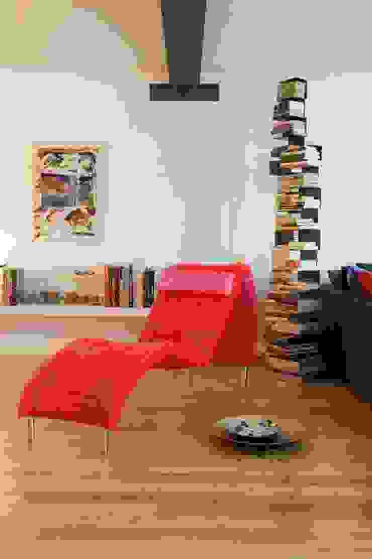 Salas modernas de IN PACTO Moderno