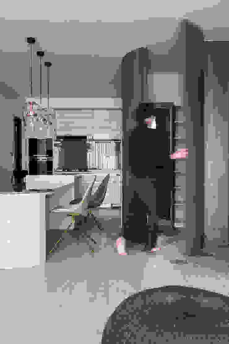 dining room 現代風玄關、走廊與階梯 根據 湜湜空間設計 現代風 實木 Multicolored