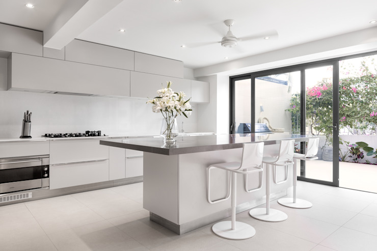 White House Modern kitchen by Original Vision Modern