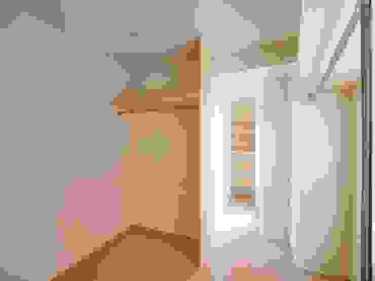 Chambre moderne par 株式会社エキップ Moderne