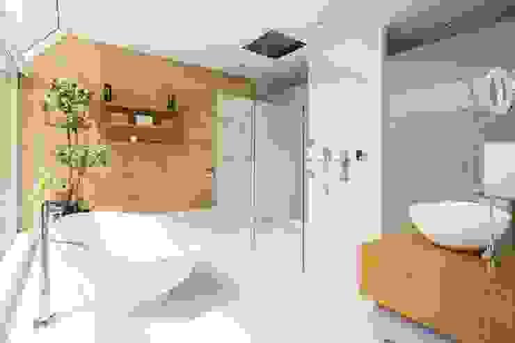 Tai Tam House Modern bathroom by Original Vision Modern
