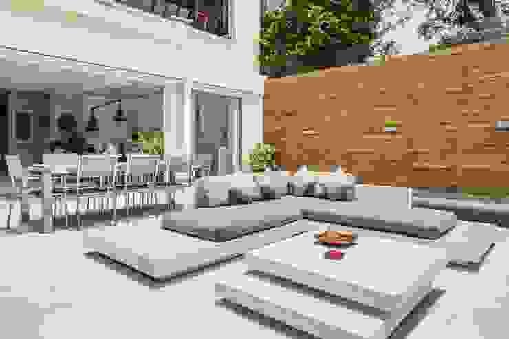 Tai Tam House Modern balcony, veranda & terrace by Original Vision Modern
