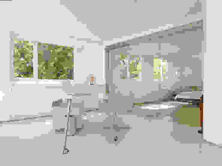 Minimalistyczne domowe biuro i gabinet od Original Vision Minimalistyczny
