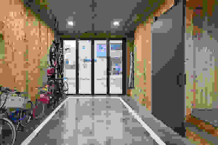 담온가: 소하  건축사사무소    SoHAA의  차고