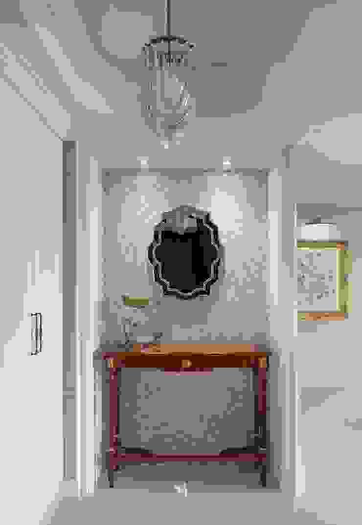 布吉瓦爾花園|The Garden at Bougival 理絲室內設計有限公司 Ris Interior Design Co., Ltd. 經典風格的走廊,走廊和樓梯