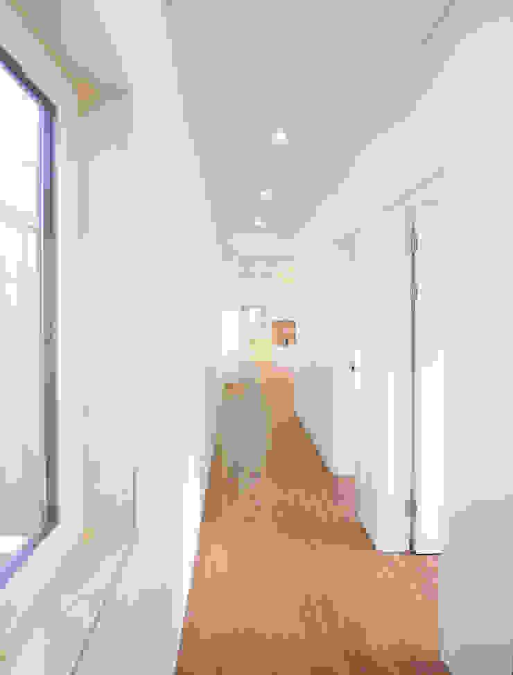 Modern corridor, hallway & stairs by 소하 건축사사무소 SoHAA Modern