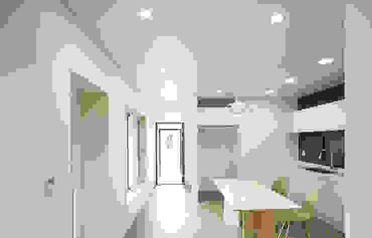 Sala da pranzo moderna di 소하 건축사사무소 SoHAA Moderno
