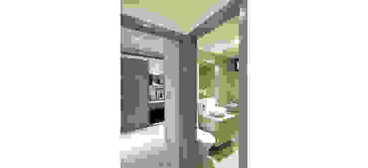 另一盥洗室也設有淋浴 現代浴室設計點子、靈感&圖片 根據 鼎爵室內裝修設計工程有限公司 現代風