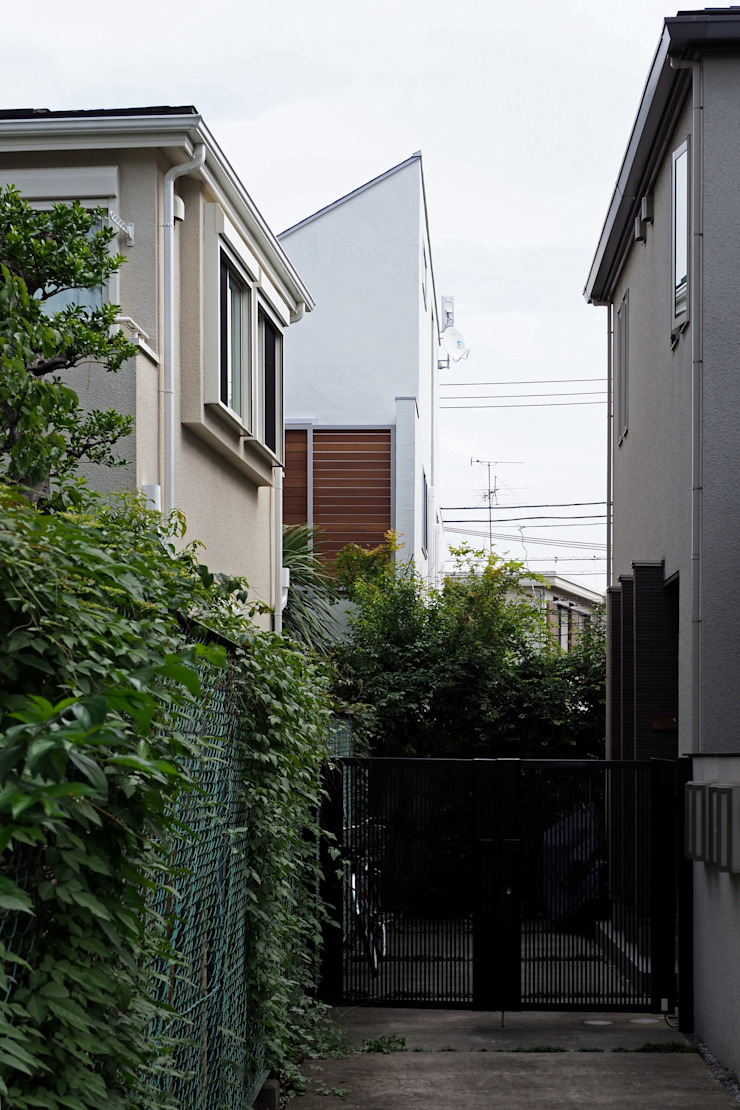 アトリエ スピノザ Rumah keluarga besar Kayu White