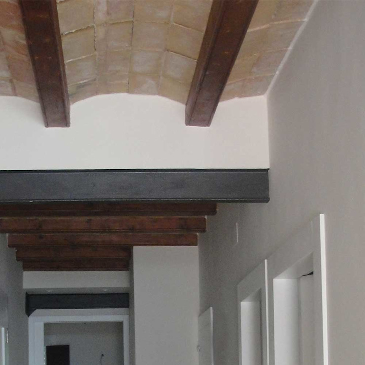 Bóveda catalana Pasillos, vestíbulos y escaleras de estilo minimalista de Divers Arquitectura, especialistas en Passivhaus en Sabadell Minimalista