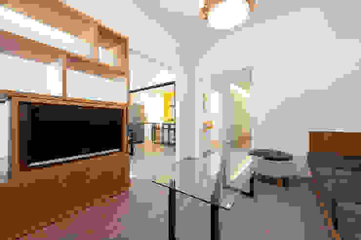 Modern Living Room by SMLXL-design Modern