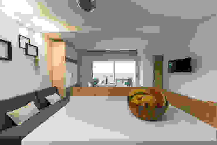 Modern Kitchen by SMLXL-design Modern Quartz