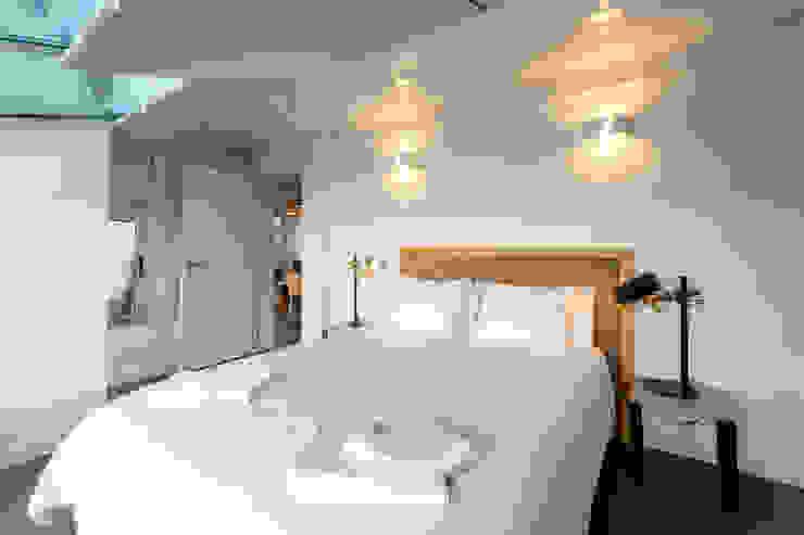 Reforma de vivienda vacacional Rooftop Suite, Living Las Canteras Dormitorios de estilo moderno de SMLXL-design Moderno