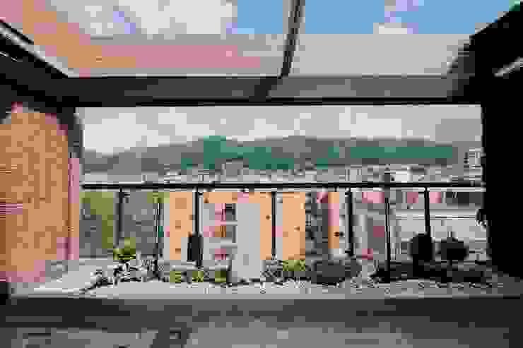 Detalle frontal Balcones y terrazas de estilo moderno de Marga Moderno