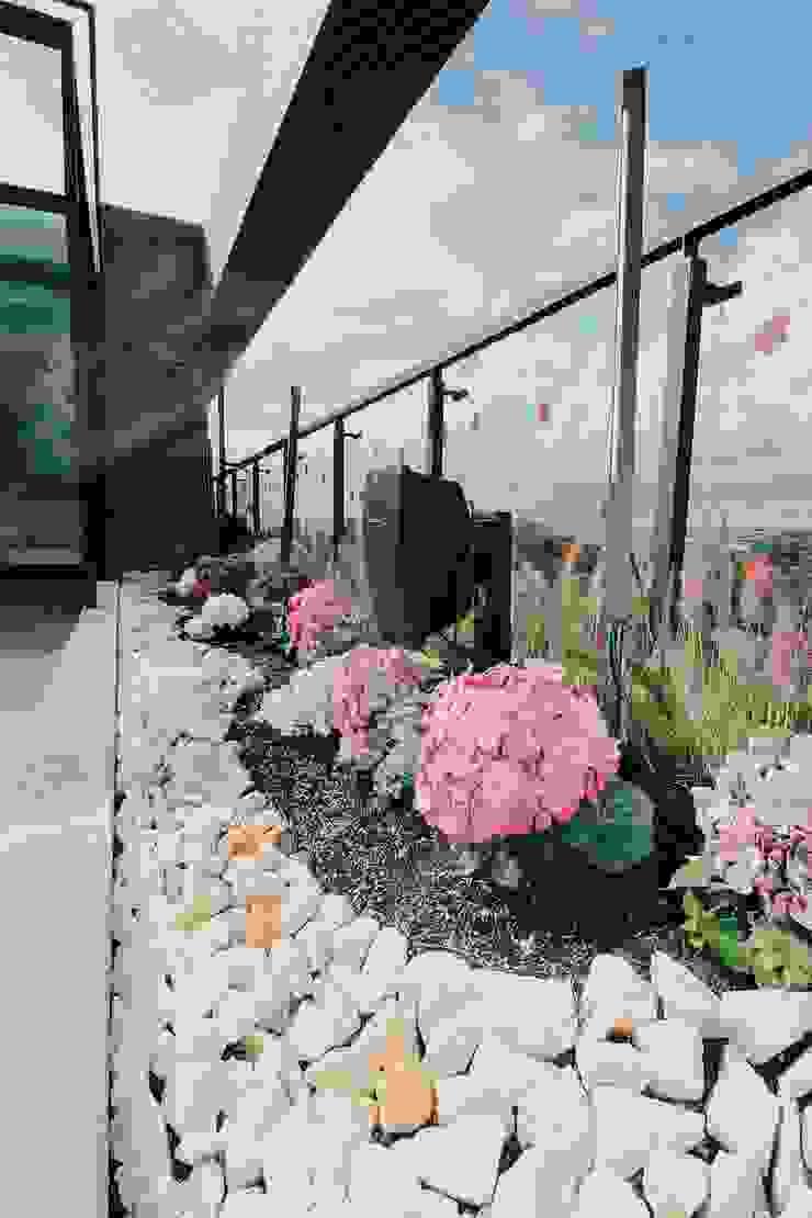 Detalle Jardinera Norte Balcones y terrazas de estilo moderno de Marga Moderno