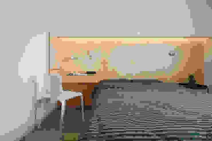 Minimalist bedroom by 六相設計 Phase6 Minimalist
