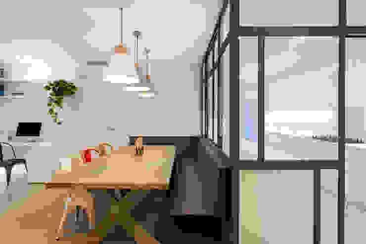 LF24 Arquitectura Interiorismo Nowoczesna jadalnia
