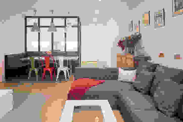 Modern living room by LF24 Arquitectura Interiorismo Modern