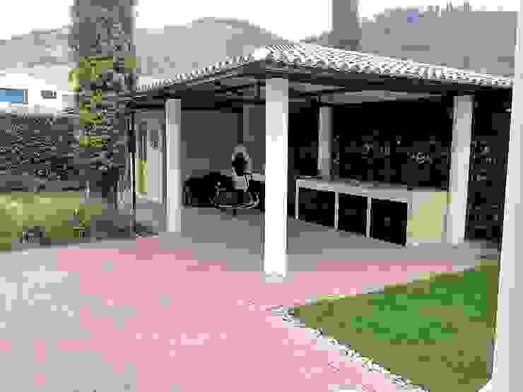 CASA CAMPESTRE Jardines de invierno de estilo tropical de INMOBILIAR Bienes Raíces Tropical