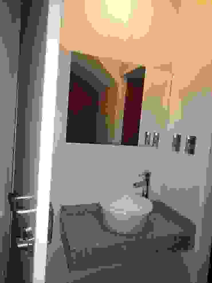 Toilette Baños de estilo moderno de GR Arquitectura Moderno Granito