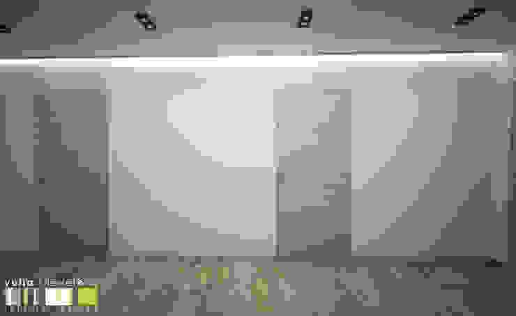 Minimalistischer Flur, Diele & Treppenhaus von Мастерская интерьера Юлии Шевелевой Minimalistisch