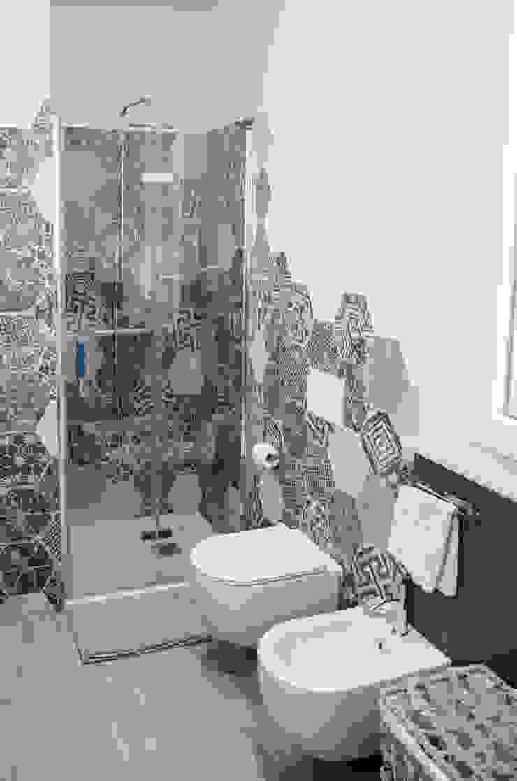 Studio ARCH+D Ванна кімната Керамічні Сірий