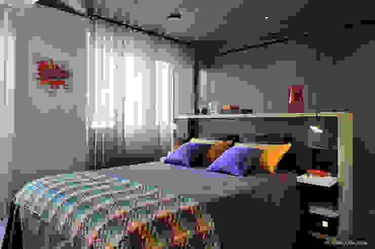 Franck VADOT Architecture Спальня Дерево Сірий