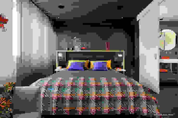 Franck VADOT Architecture СпальняЛіжка та спинки Дерево Сірий