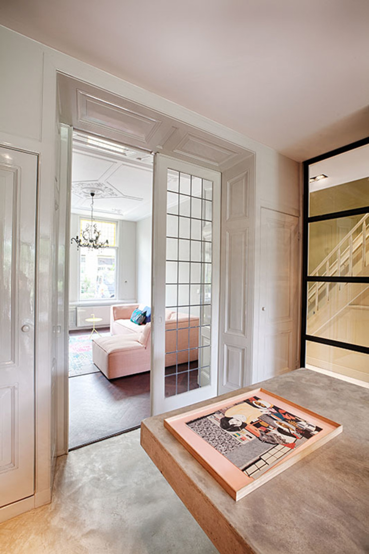 StrandNL architectuur en interieur Salones de estilo moderno