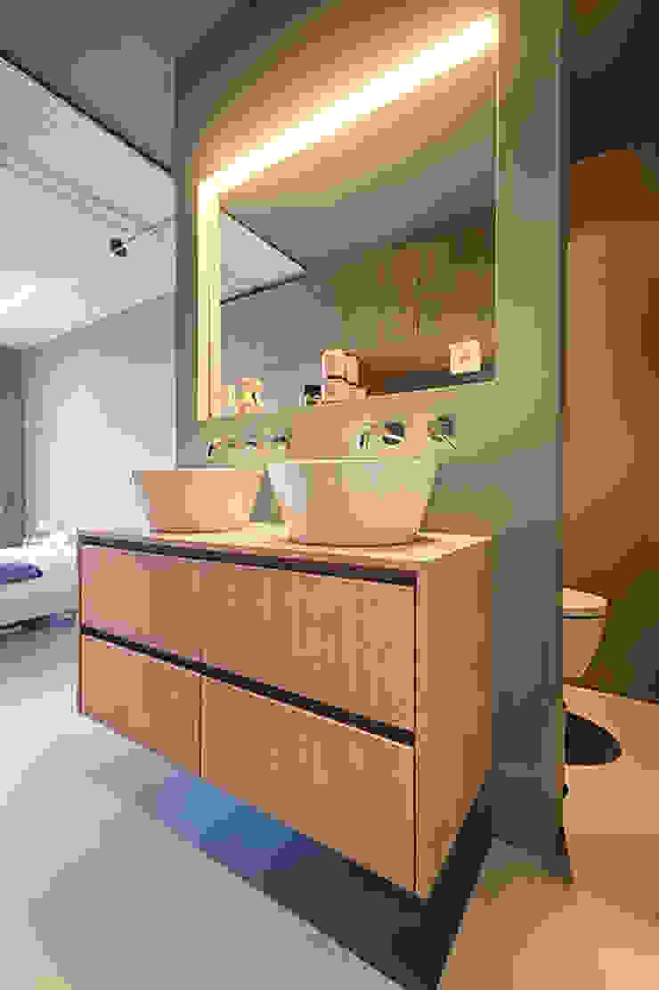 StrandNL architectuur en interieur Baños de estilo moderno