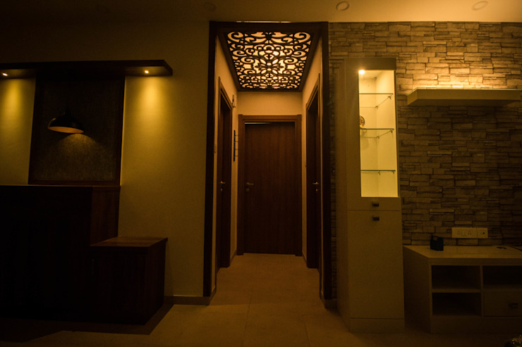 WALKWAY TO BEDROOM AND BATH ROOM Modern corridor, hallway & stairs by SSDecor Modern Engineered Wood Transparent
