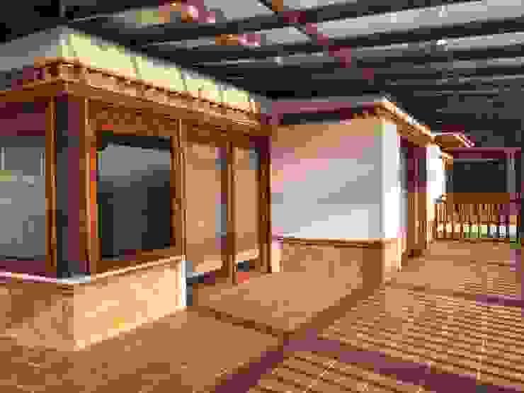 CASA PUENTESIN Balcones y terrazas de estilo rústico de cesar sierra daza Arquitecto Rústico Cerámico