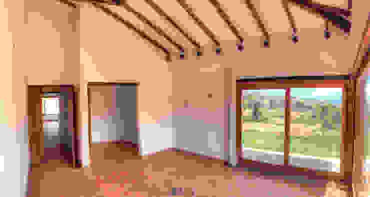 Dormitorios de estilo rústico de cesar sierra daza Arquitecto Rústico Cerámico