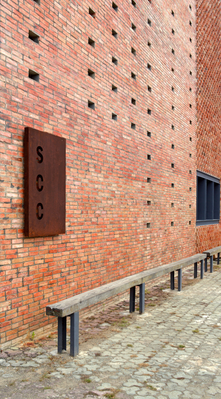 Exterior - After SCC Plat Pusat Eksibisi Gaya Industrial Oleh PHL Architects Industrial Batu Bata