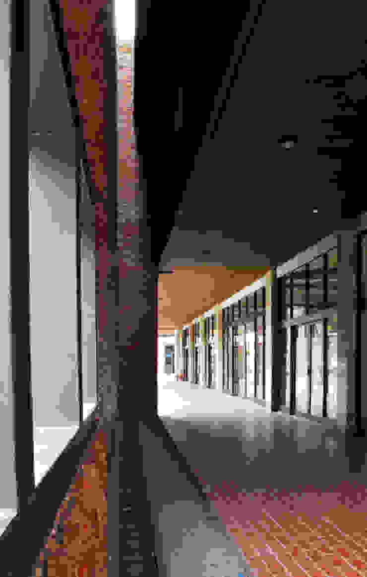 Exterior - After Main Building Corridor Pusat Eksibisi Gaya Industrial Oleh PHL Architects Industrial Batu Bata