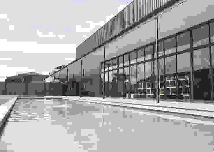 Exterior - After Gallery Backyard Pusat Eksibisi Gaya Industrial Oleh PHL Architects Industrial Besi/Baja