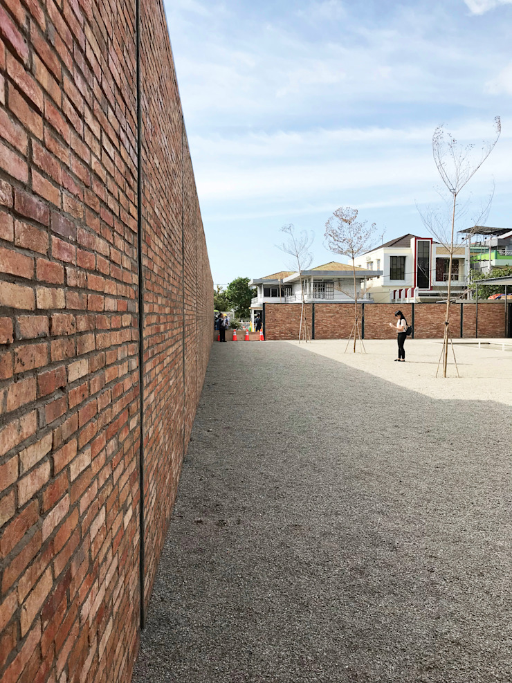Exterior - After Backyard Pusat Eksibisi Gaya Industrial Oleh PHL Architects Industrial Batu Bata