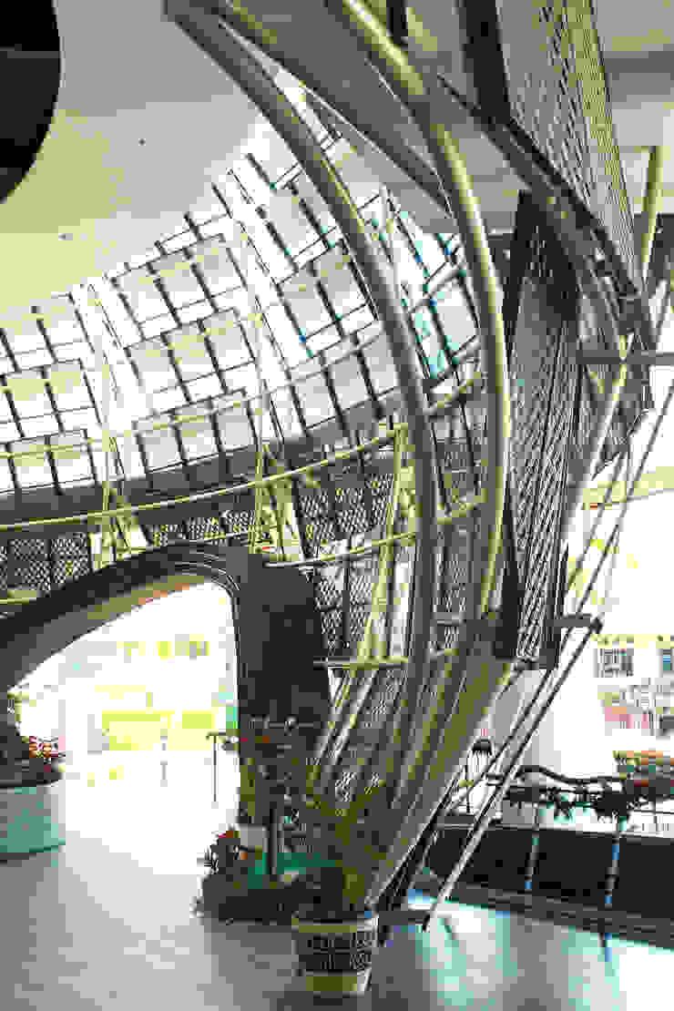 Interior - Detail Facade Ruang Komersial Tropis Oleh PHL Architects Tropis