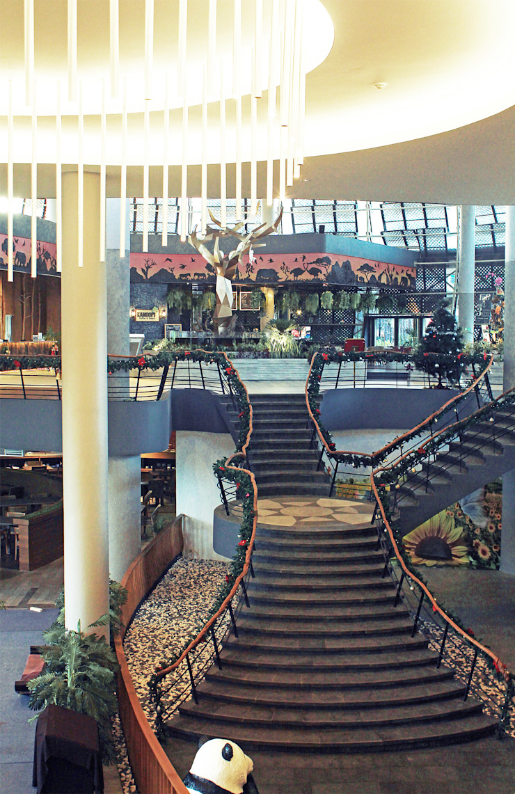 Interior - Lobby to Restaurant Ruang Komersial Tropis Oleh PHL Architects Tropis
